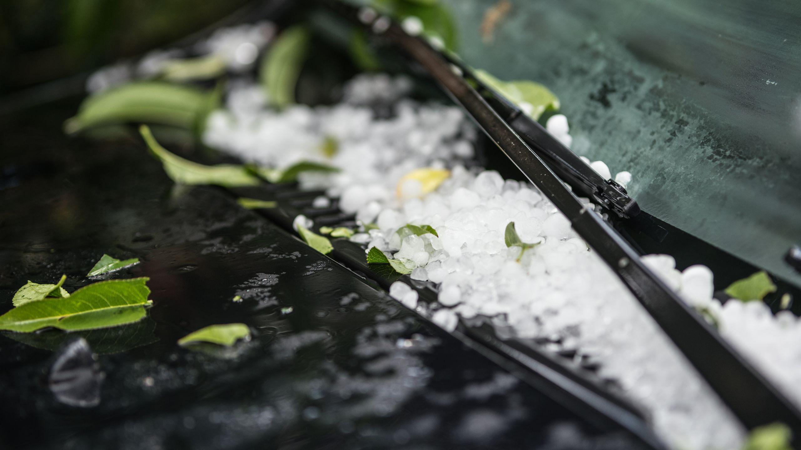 AXA Luxembourg : mettre en sécurité sa voiture en cas de grêle
